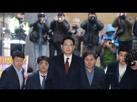 [16 Jan 2017] Prosecutors: Arrest Samsung heir for